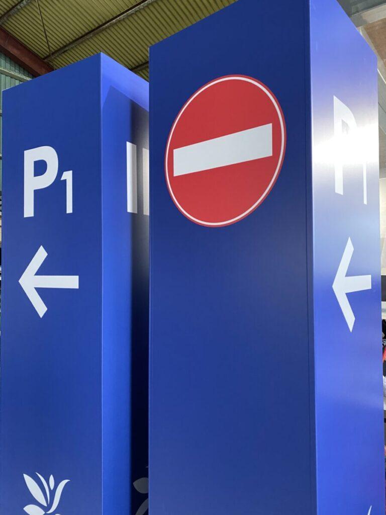 名護市看板 駐車場誘導サイン